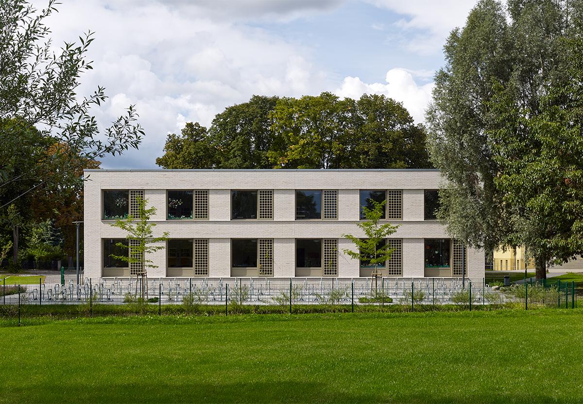 1_SEZ_Schulerweiterung_Grundschule_Zepernick_Farbenfroh_Schüler_Lernen_Neubau_Innenausbau